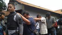Polisi menangkap pengoplos gas bersubsidi di Tangerang.