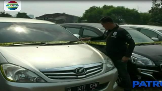 Setelah lama dan dipercaya, pelaku mengambil mobil milik korban dengan menduplikatkan kuncinya terlebih dahulu.