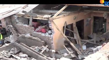 Kuatnya ledakan menyebabkan rumah korban rata dengan tanah, dan lima rumah di sekitar lokasi kejadian rusak berat.