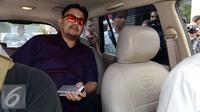 Farhat Abbas menyerahkan diri ke Polda Metro Jaya usai menjadi Daftar Pencarian Orang (DPO), Jakarta, Kamis (1/10/2015). [Foto: Yoppy Renato/Liputan6.com]