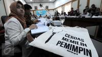 Peserta FGD yang dihadiri sekitar 14 lembaga pemantau pemilu yang digelar KPU untuk membahas proses pemungutan dan penghitungan suara pada penyelenggaraan Pilkada serentak mendatang di gedung KPU, Jakarta, Selasa (29/9). (Liputan6.com/Helmi Afandi)