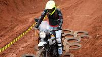 Royal Enfield Himayan melibat trek off road. (ist)