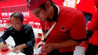 Kepala Pusat Analisa dan Pengendali Situasi Partai (Situation Room) PDI Perjuangan, Muhammad Prananda Prabowo menyampaikan terimakasih kepada media. (Liputan6.com/Putu Merta Surya Putra)