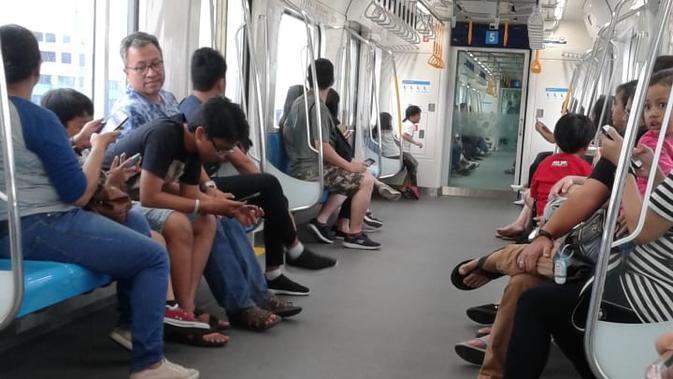 Naik MRT Jakarta di Lengangnya Ibu Kota Jelang Lebaran (Foto: Maria)