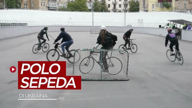 Berita video melihat serunya anak-anak muda di Ukraina yang bermain polo di atas sepeda (AP Video).