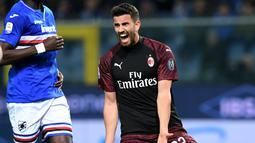 Reaksi pemain AC Milan, Mateo Musacchio saat menghadapi Sampdoria dalam Serie A di Stadio Comunale Luigi Ferraris, Genoa, Italia, Sabtu (30/3). AC Milan kalah 0-1. (REUTERS/Jennifer Lorenzini)