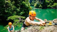 Romantis, Pria Ini Melamar Kekasihnya di Puncak Tebing Terjal. Foto : newschina