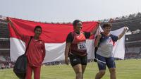 Atlet tolak peluru Indonesia, Suparniyati, meraih medali emas tolak peluru Asian Para Games di SUGBK, Jakarta, Senin (8/10/2018). (Bola.com/Vitalis Yogi Trisna)