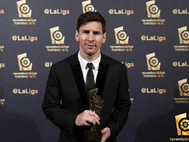 Bintang Barcelona, Lionel Messi berfoto sebelum acara penghargaan LFP (Spanish Professional League) 2014-2015 di Barcelona, Selasa (1/12/2015) dini hari WIB.Messi meraih penghargaan Best Forward. (Photo/Laliga.es))