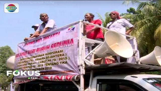 Ajakan untuk melakukan aksi unjuk rasa memperingati Hari Buruh, disambut isak tangis para buruh yang masih juga belum menerima uang pesangon.