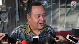 Anggota Komisi VI DPR RI, Mohamad Hekal menjawan pertanyaan usai pemeriksaan di Gedung KPK, Jakarta, Rabu (19/6/2019). M Hekal diperiksa sebagai saksi dugaan suap kerja sama pelayaran PT Humpuss Transportasi Kimia (HTK) dengan PT Pupuk Indonesia Logistik (PILOG). (Liputan6.com/Helmi Fithriansyah)