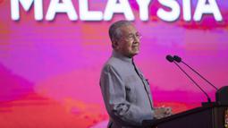 Perdana Menteri Malaysia Mahathir Mohamad berbicara dalam konferensi pers di Putrajaya, Malaysia, (9//5/2019). Seperti dilansir aljazeera.com, mundurnya Mahathir sebagai PM Malaysia akan membuka jalan bagi kemungkinan pembentukan pemerintahan baru. (AP Photo/Vincent Thian)