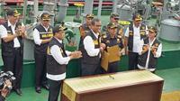 Penandatanganan nota kesepahaman tentang Kerja Sama dalam rangka pengawasan lalu lintas barang dan atau sarana pengangkut laut serta pertukaran data terkait Surat Persetujuan Berlayar dan Surat Tanda Kebangsaan Kapal Indonesia. (Istimewa)
