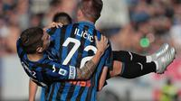 Penyerang Atalanta, Josip Ilicic melakukan selebrasi bersama Papu Gomez usai mencetak gol ke gawang Udinese. (Dok. Twitter/Atalanta_BC)