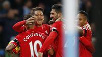 Roberto Firmino bersama rekan setimnya merayakan gol ketiga Liverpool ke gawang Manchester City, Minggu (22/11/2015) dini hari WIB. (Reuters / Phil Noble Livepic)