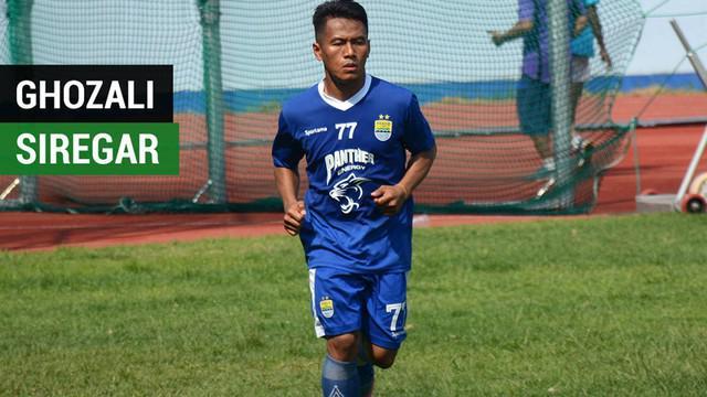 Berita video kumpulan beberapa aksi terbaik Ghozali Siregar, bintang baru Persib Bandung di Gojek Liga 1 2018 bersama Bukalapak.