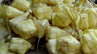 Kupat lepet adalah makanan khas Banyumas dan Jawa secara umum penuh falsafah di hari lebaran Idul Fitri. (Liputan6.com/Tagana Banyumas/Muhamad Ridlo)