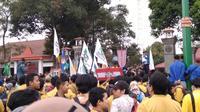 Ribuan mahasiswa dari berbagai kampus di Purwokerto menggelar aksi di depan Kantor DPRD Banyumas. 9Liputan6/Yopi Makdori)