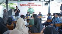 Dalam diskusi yang bertajuk 'Medan Hari Ini', Komunitas Medan Berkah yang banyak diisi milenial bertanya kepada Bobby Nasution tentang bisnis. Tanpa canggung, Bobby berbagi pengalaman dalam bidang bisnis yang ternyata sejak kuliah sudah dimulai.