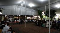 Warga dan sejumlah tokoh melayat Ani Yudhoyono ke Puri Cikeas.