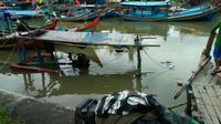 Kapal tenggelam akibat hujan deras selamam suntuk di awal tahun 2018. (Foto: Liputan6.com/Muhamad Ridlo)