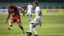 Jonathan Bustos. Gelandang Borneo FC berusia 27 tahun asal Argentina ini didatangkan dari FBC Melgar, klub yang bermain di kasta teratas Liga Peru pada 26 Mei 2021 menjelang bergulirnya BRI Liga 1 2021/2022. (Foto: Bola.com/Bagaskara Lazuardi)