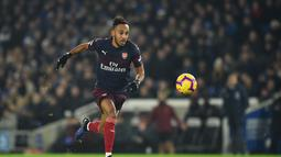 2. Pierre-Emerick Aubameyang (Arsenal) – 14 gol dan 3 assist (AFP/Glyn Kirk)