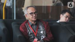 Sekretaris Jenderal Kementerian Perdagangan (Kemendag) Oke Nurwan menunggu pemeriksaan di Gedung KPK, Jakarta, Selasa (5/11/2019). Oke Nurwan dipanggil KPK sebagai saksi kasus dugaan suap impor bawang putih, untuk tersangka anggota DPR I Nyoman Dhamantra. (merdeka.com/Dwi Narwoko)