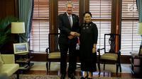 Menlu RI, Retno Marsudi menerima kunjungan Menteri Luar Negeri Luxemburg Jean Asselborn di Gedung Kemenlu, Jakarta, Selasa (30/5). Dalam kunjungannya Jean dan Menlu Retno membahas kerja sama dalam bidang keuangan dan investasi (Liputan6.com/Faizal Fanani)