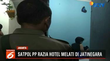 Petugas turut mengamankan seorang wanita yang masih berstatus pelajar tengah bersama teman prianya.