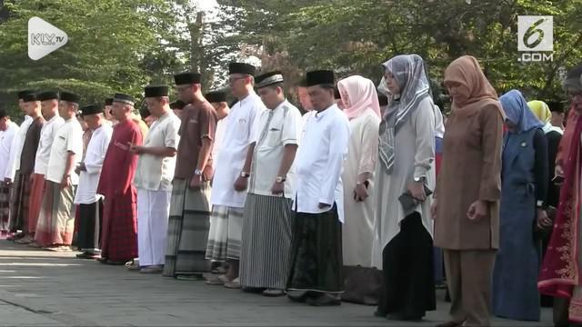 Gubernur Jabar menginstruksikan jajarannya mengenakan baju santri dalam memperingati hari Santri yang jatuh pada Senin 22 Oktober 2018