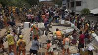 Bencana tanah longsor melanda pinggiran Kota Rio de Janeiro, menewaskan sepuluh orang, Sabtu, 11 November 2018 (AP/Leo Correa)