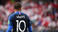 Striker Prancis, Kylian Mbappe, saat melawan Peru pada laga grup C Piala Dunia di Yekaterinburg Arena, Yekaterinburg, Kamis (21/6/2018). Dirinya menjadi pencetak gol termuda Prancis di turnamen bergengsi. (AFP/Franck Fife)