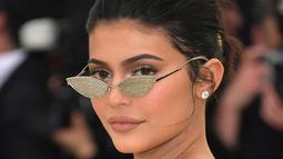 Dilansir dari E! News, Kylie Jenner mengaku bahwa tubuhnya sangat berubah usai melahirkan. (ExpatWoman)