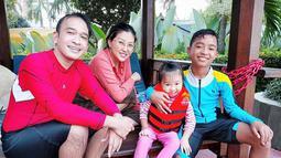 Betrand Peto, anak berusia 13 tahun yang berhasil menggugah hati nurani Ruben. Penyanyi cilik yang memiliki suara khas melengking ini sebelumnya tinggal bersama neneknya di Cancer, Kabupaten Manggarai, NTT. (Liputan6.com/IG/@ruben_onsu)