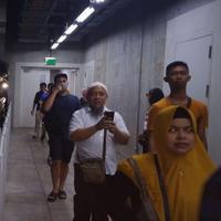 Penumpang MRT Jakarta berhasil dievakuasi setelah terjebak di bawah tanah pasca listrik padam (Foto: Twitter/MRTJakarta)