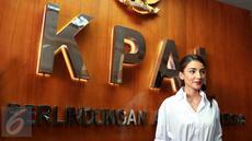 Tsania Marwa saat tiba di Komisi Perlindungan Anak Indonesia (KPAI), Jakarta, Selasa (2/5). KPAI memanggil Tsania Marwa terkait kasus hak asuh anak. (Liputan6.com/Herman Zakharia)