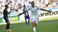 Gelandang Real Madrid, Dani Ceballos, merayakan gol yang dicetaknya ke gawang Alaves pada laga La Liga Spanyol di Stadion Mendizorra, Vitoria, Sabtu (23/9/2017). Alaves kalah 1-2 dari Madrid. (AFP/Alvari Barrientos)