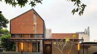 Rumah tropis. (Dok. Phidias Architect/Arsitag.com/Dinny Mutiah)
