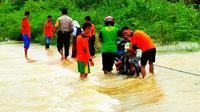 Perjuangan bocah menuju sekolah (Liputan6.com/M Syukur)