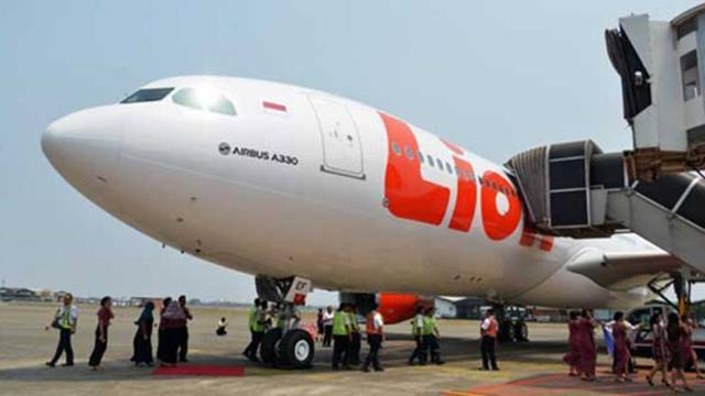 Image result for images 5 Fakta Sayap Lion Air Robek Tabrak Tiang Lampu Bandara Bengkulu