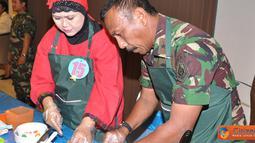 Citizen6, Surabaya: Selain lomba senam rekreasi, acara dalam rangka peringatan Hari Pendidikan Angkatan Laut (Hardikal) ke 66 dan juga peringatan Hardiknas 2012 ini, digelar juga lomba memasak sarapan sehat. (Pengirim: Penkobandikal)