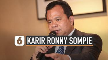 Dirjen Imigrasi Ronny Sompie dicopot dari jabatannya oleh Menkumham Yasonna Laoly. Yasonna menyebut pencopotan guna  menghindari konflik kepentingan.