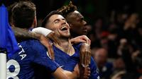 Gelandang Chelsea, Jorginho bersama rekan setimnya merayakan gol ke gawang Arsenal dari titik penalti pada lanjutan pertandingan Liga Inggris di Stamford Bridge, Selasa (21/1/2020). Chelsea gagal memetik hasil maksimal usai ditahan Arsenal dengan skor 2-2. (AP Photo/Matt Dunham)