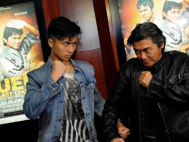 Willy Dozan bersama putra sulungnya, Leon Dozan, terlibat dalam sebuah film laga, Jakarta, (15/9/14). (Liputan6.com/Faisal R Syam)