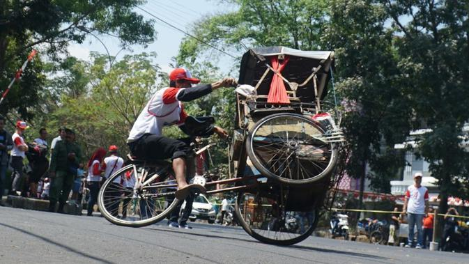 Atraksi dan Balap Becak Meramaikan Perayaan Hari Kemerdekaan di Bandung - Liputan6.com