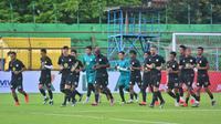 Skuat Barito Putera melakukan sesi latihan jelang laga kontra PSM Makassar dalam lanjutan Shopee Liga 1 2020 yang akan dihelat pada Minggu (15/3/2020). (Bola.com/Abdi Satria)