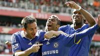 Chelsea's Ashley Cole, Frank Lampard and Didier Drogba celebrates the own goal by Arsenal's Ivory Coast player Kolo Toure during their Premiership football match at The Emirates Stadium on May 10, 2009. AFP PHOTO/IAN KINGTON
