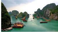 Keindahan Ha Long Bay (sumber: Vietnam Travel Guide)