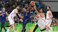 Forward tim basket Amerika Serikat, Kevin Durant, beraksi pada semifinal Olimpiade Rio 2016 melawan Spanyol di Carioca Arena 1, Rio de Janeiro, Jumat (19/8/2016). (AFP/Mark Ralston)